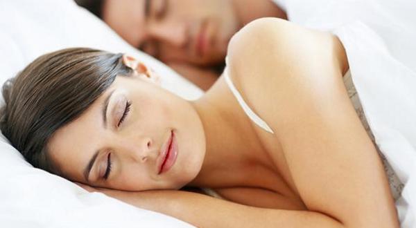 Dormir-bien-y-arrugas